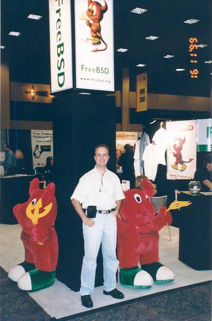 Visita ao Stand da FreeBSD - EUA | Adriano Brancher